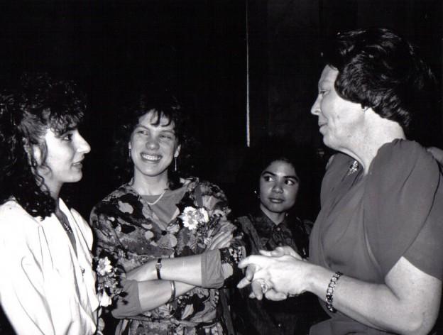 Koningin Beatrix in gesprek met Guity Mohebbi (april 1988)